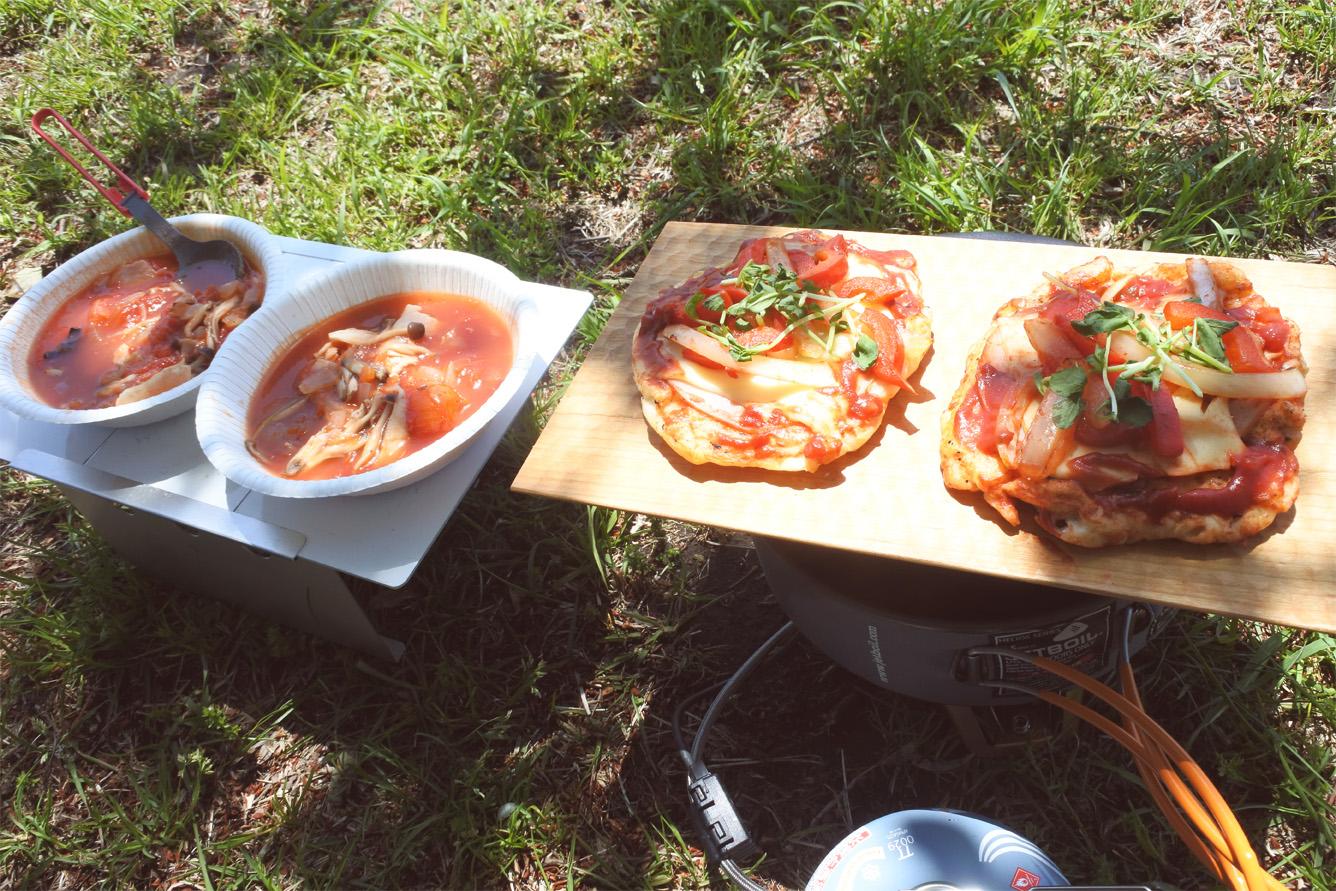 【山ごはん簡単レシピ】ナンピザとミネストローネ