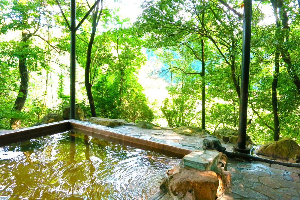 登山後の温泉は至福のひととき。疲れを癒す温泉効果と下山後に行きたい温泉