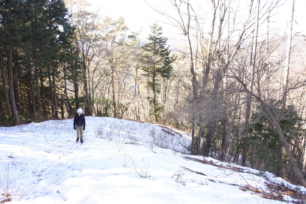 寒さに負けない登山の防寒対策。ウェアや小物選びから効果的な防寒対策