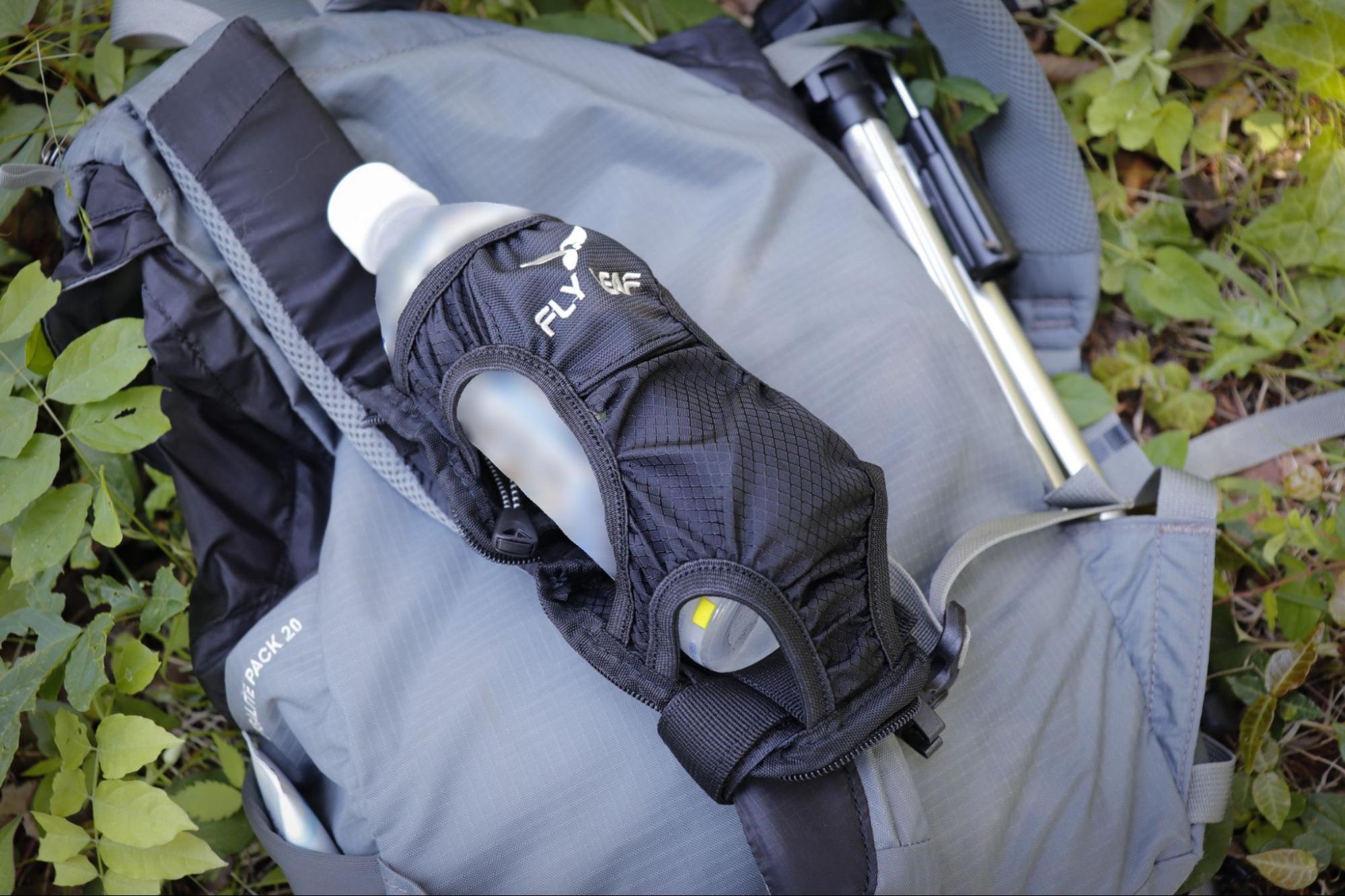 登山ザックに装着できるボトルホルダーが便利!手軽に水分補給して軽快に歩こう